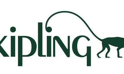 L'histoire des sacs à main Kipling qui font le tour du monde