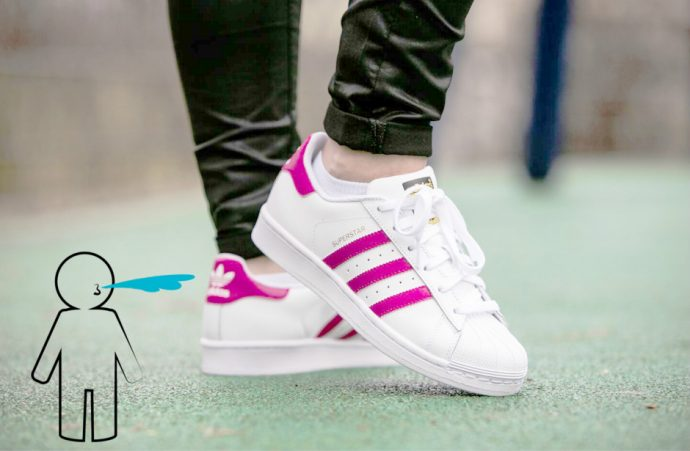 crachat sur superstar adidas
