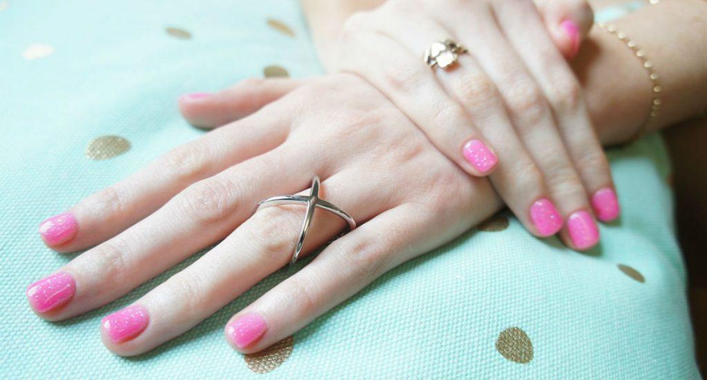 vernis à ongles rose